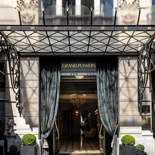 Le Grand Powers : une icône du glamour parisien !