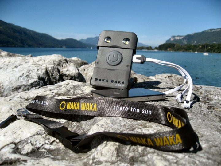Shopping : Le chargeur solaire portable, l'allié de vos excursions